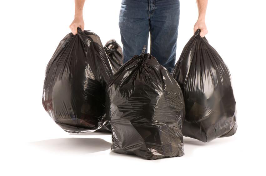 mudanza con bolsas de basura