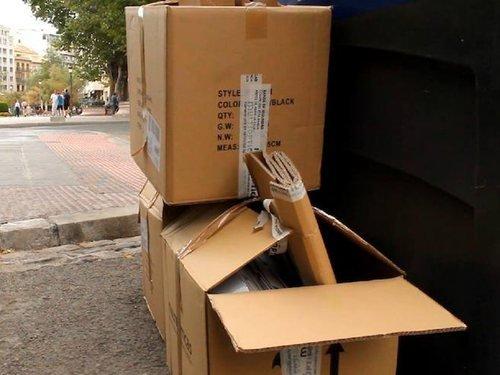 Usar cajas de cartón para mudanza de la basura